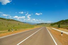 Droga z zieleni polem Zdjęcia Royalty Free