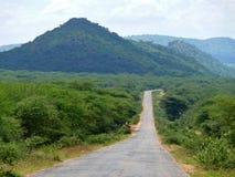 Droga. Zalesione góry. Krajobrazowa natura. Afryka, Etiopia. Obrazy Royalty Free
