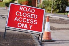 DROGA ZAMYKAŁ DOJAZDOWEGO TYLKO drogowego znaka z ruchu drogowego rożkiem Obrazy Royalty Free