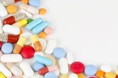 Drogas coloridas en blanco fotografía de archivo libre de regalías
