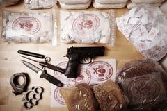 Drogas contra justicia Imágenes de archivo libres de regalías