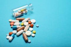 Drogas de la farmacia de la prescripci?n Sobredosis antibi?tico Fondo de la medicina imagen de archivo
