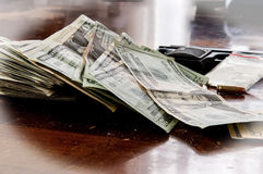 Drogas e dinheiro das armas Fotografia de Stock Royalty Free