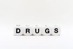 Drogas, letras de los dados foto de archivo