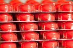 Drogas rojas en pila de discos Imagen de archivo libre de regalías