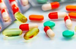 Drogas: tabuletas e cápsulas Imagem de Stock