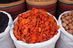 Droge abrikozen op vertoning Stock Foto's