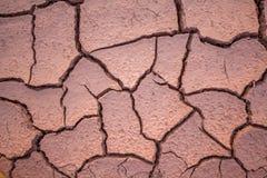 Droge en gebarsten modder dicht omhoog in Thailand stock foto