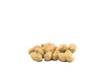 Droge gebakken pinda zout op witte achtergrond Stock Foto's