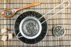 Droge groene thee Voorwerpen voor thee Royalty-vrije Stock Fotografie