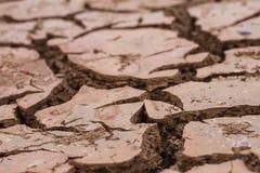 Droge grond en gebarsten grond stock afbeeldingen