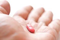 Droge an Hand lizenzfreie stockfotografie