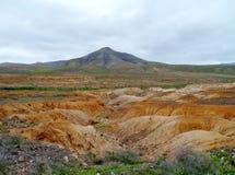 Droge kreken en rivierbedden dichtbij La Oliva op Fuerteventura stock foto's