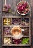 Droge Kruiden en bloemen en aftreksel Royalty-vrije Stock Foto