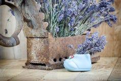 Droge lavendel en rustiek (roestig) ijzer Stock Fotografie