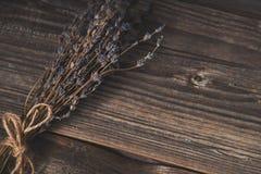 Droge lavendel op houten achtergrond Stock Foto