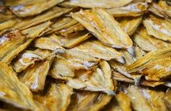 Droge overzeese vissen om voedsel voor verkoop te bewaren royalty-vrije stock afbeelding