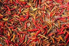 Droge roodgloeiende Spaanse peperpeper bij Aziatische markt Zonnebloemzaden - zaadfonds Stock Foto