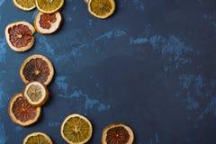 Droge sinaasappelen op een steenachtergrond Royalty-vrije Stock Foto