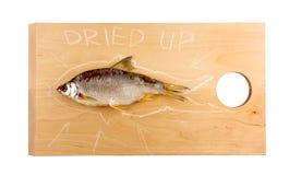 Droge vissen op een houten raad Royalty-vrije Stock Foto
