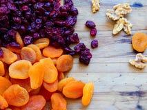 Droge vruchten abrikozen en Amerikaanse veenbessenclose-up stock fotografie