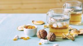 Droge vruchten compote Glaskoppen met een drank van droge vruchten, Royalty-vrije Stock Foto