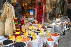 Droge vruchten en kruiden op vertoning Royalty-vrije Stock Foto