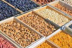 Droge vruchten en noten voor verkoop royalty-vrije stock afbeelding