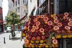 Droge vruchten op de markt van Istanboel royalty-vrije stock afbeelding