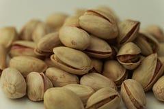 Droge vruchten, uitgespreide de noten van de pistapistache stock afbeeldingen