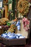 Droge wilde bloemen en met de hand gemaakt decor in oude fashi Royalty-vrije Stock Fotografie