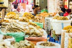 Droge zeevruchten in de lokale markt in Hanoi, Vietnam Close-up royalty-vrije stock afbeeldingen