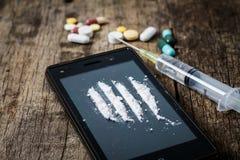 Drogen auf dem alten hölzernen Hintergrund Lizenzfreie Stockfotografie
