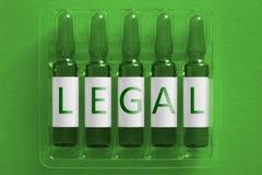 Drogen nacrotics Medizin-Konzeptbild F?nf Ampules mit den ?berlagerten Buchstaben der Aufschrift LEGAL Bet?ubungsmittel gew?hnen  lizenzfreie stockfotos