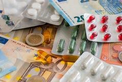 Droghe medicina e grande concetto di pharma dei soldi Fotografie Stock Libere da Diritti
