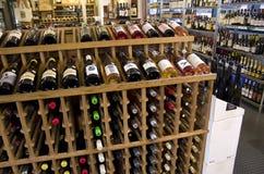 Drogheria dell'alcool del vino fotografie stock libere da diritti
