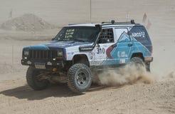 Drogi ciężarowy konkurowanie w pustynnym wiecu Zdjęcie Royalty Free