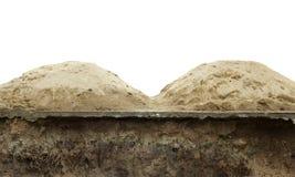 Drogi gruntowe załamywali się i piasek dla cywilizowania odizolowywającego na bielu Zdjęcia Stock