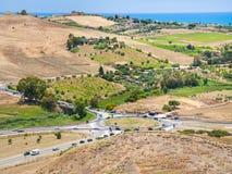 Drogi i agrarni pola blisko Agrigento miasteczka Obraz Royalty Free