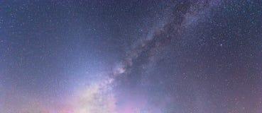 Drogi Mlecznej galaxy z gwiazdami przy nocnego nieba i wszechświatu astronautycznym tłem Astronomia okamgnienie planety i gwiazdy obrazy royalty free