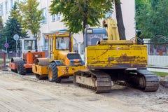 Drogi naprawa, naprawa, drogowa maszyneria, brukarz i ekskawator, drogowa maszynerii, brukarza i excavatorroad, Zdjęcia Royalty Free