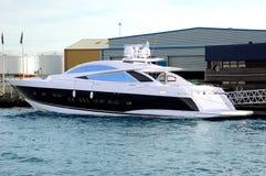 drogi nowy jacht Fotografia Royalty Free