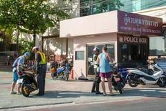 Drogi policja sprawdza turystów na motocyklu Obrazy Royalty Free
