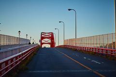 Drogi prowadzenie czerwonego koloru most w Japonia fotografia royalty free