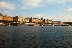 Drogi wodne, łodzie i piękni starzy budynki w Sztokholm, Szwecja Fotografia Royalty Free