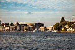 Drogi wodne, łodzie i piękni starzy budynki w Sztokholm, Szwecja Obrazy Stock