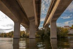 Drogi wodne i widoki spod mosta w Sztokholm, Szwecja Obrazy Stock