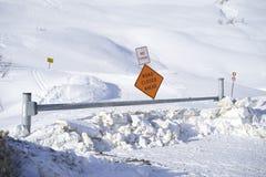 Drogi zamknięta zima Zdjęcia Royalty Free