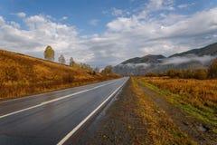 Drogowa góry nieba asfaltu jesień Zdjęcie Stock
