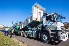 Drogowa Ukazuje się asfalt smoły ciężarówka Zdjęcie Stock